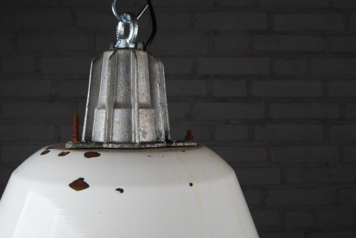 Wit emaille lamp foto 2