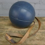 Oude boksbal | gymbal | old boxing ball